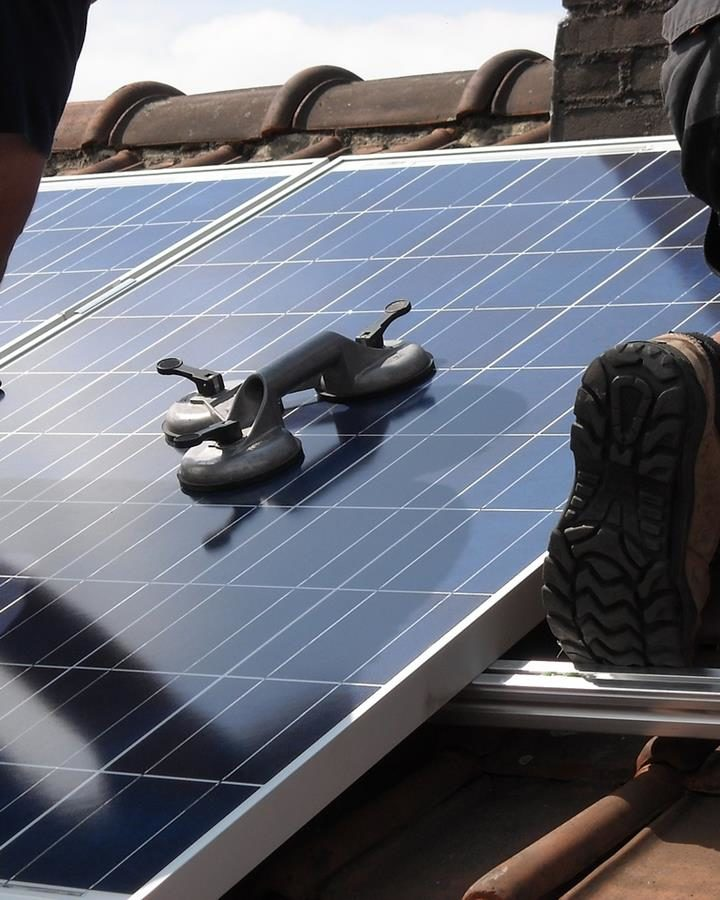 Jest wiele różnych korzyści z instalacji paneli fotowoltaicznych