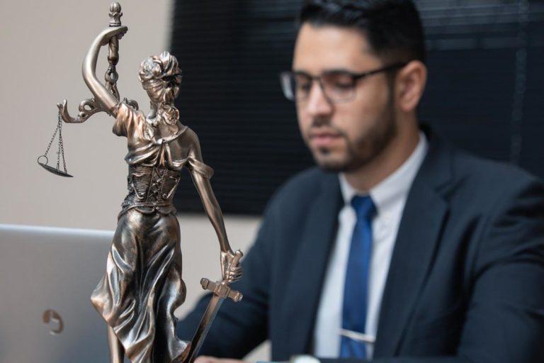 Do spraw karnych zatrudnij doświadczonego adwokata