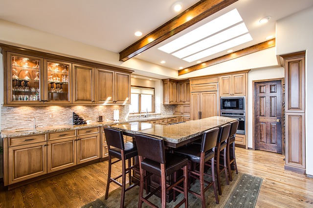 Jakie wybrać podłogi drewniane, aby pomieszczenie wydawało się większe?